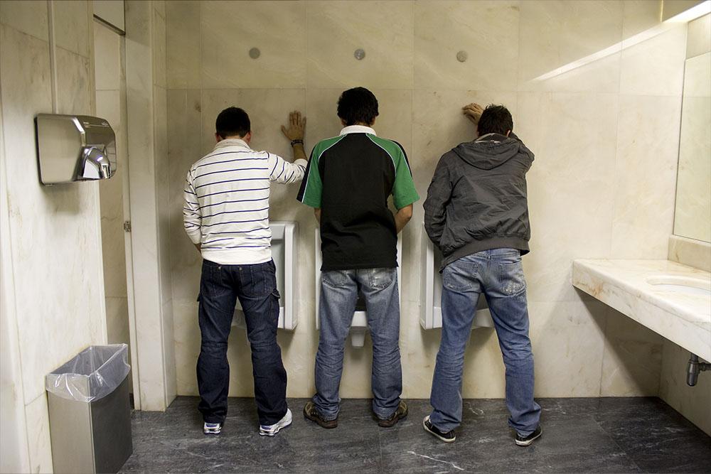 bagni-pubblici-uomini.jpg